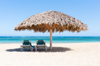 istockphoto_15758751-beach-chairs